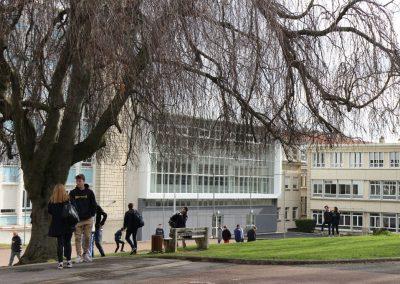 Cour lycée atrium